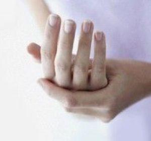 Немеют пальцы рук: причины и лечение