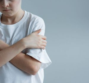 Ученые назвали психологическую причину депрессии иалкоголизма