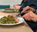 Роспотребнадзор рассказал, как нужно питаться пожилым людям