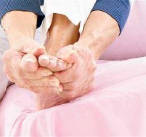 Холодные ноги: причины и лечение у взрослых и детей