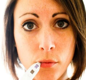 Высокая температура без симптомов у взрослого — почему держится и чем сбивать