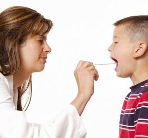 Как выявить и лечить ларингит у детей?