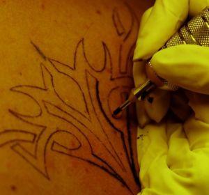 Изобретена татуировка, указывающая на болезнь