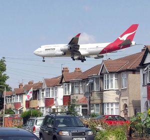 Шум самолетов может привести к гипертонии и повреждению органов
