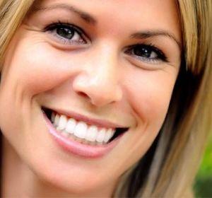 Отбеливание зубов в домашних условиях — методы и средства