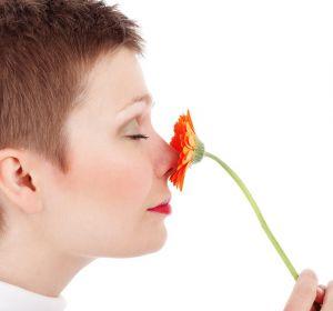 Резкий запах мочи: причины у мужчин и женщин, лечение