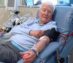 Мужчина cдал 303литра крови испас 1920жизней