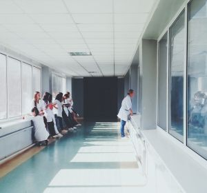 Инфекционная больница в Новочеркасске перестала принимать пациентов из-за увольнения всех врачей