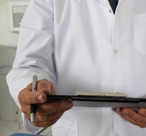 Опрос: большинство медиков остались без праздничных премий