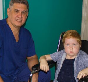 Тюменские нейрохирурги спасли 6-летнего пациента из Москвы с гигантской опухолью мозга