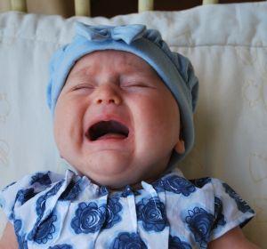Ребенок плачет перед сном: причина плача у грудничка перед сном