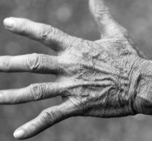 Вредно ли хрустеть костяшками пальцев?
