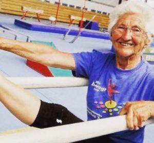 Самая старая гимнастка в мире продолжает выступать в 91 год