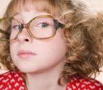 Как может проявляется амблиопия у ребенка и как лечить такую болезнь?