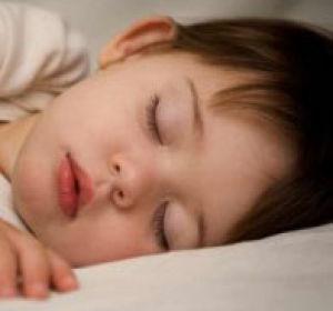 Если ребенок скрипит во сне зубами