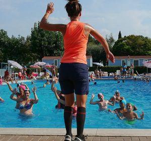 Упражнения в воде для позвоночника: эффективные комплексы