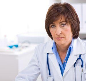 Перекрут ножки кисты яичника — симптомы, характер болей и методы лечения заболевания у женщин