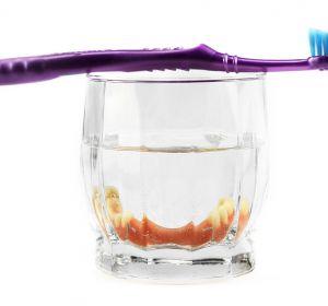 Чистка зубных протезов — виды ежедневной процедуры, профессиональные и народные препараты, отзывы