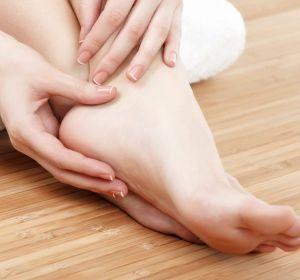 Трещины на пятках — лечение в домашних условиях: 8 способов