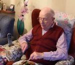 Назло врачам: 100-летний британец поддерживает здоровье спомощью вина ижареного мяса
