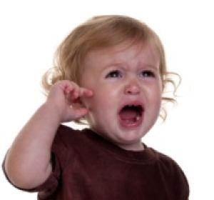 Боли в ушах у детей: возможные причины и лечение