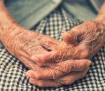 Пожилых людей попросили не сидеть дома зимой