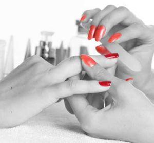 Можно ли заразиться ВИЧ, СПИД при маникюре, в парикмахерской