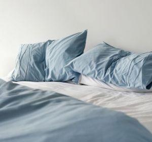 Микробиолог рассказал, как часто нужно менять постельное белье