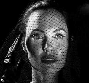 Анджелина Джоли рассказала, как перенесла паралич лицевого нерва