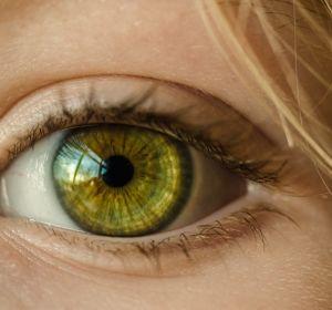 Китайские ученые изобрели контактные линзы с шипами