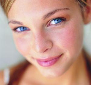 Красные пятна на лице: что это, причины, фото, лечение