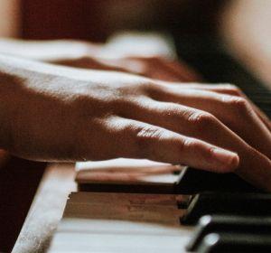 Ученые разобрались в ловкости рук пианистов