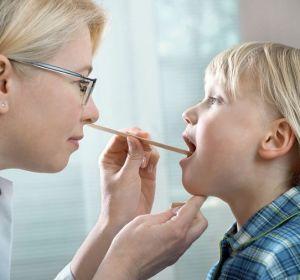 Першение в горле: причины, признаки, симптомы, лечение