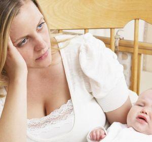 Послеродовая депрессия — признаки, формы и продолжительность, как справится самостоятельно, осложнения