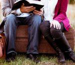 Ортопед посоветовал женщинам сидеть по-мужски