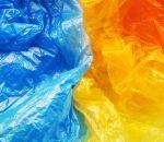 В Депздраве рассказали, почему опасно есть упаковку продуктов