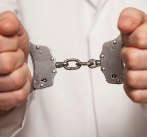 Директора сервиса вызова врача на дом отправили под домашний арест