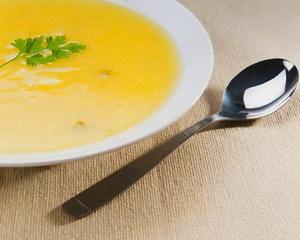 Ложка и тарелка супа
