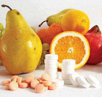 Фрукты и витамины в таблетках