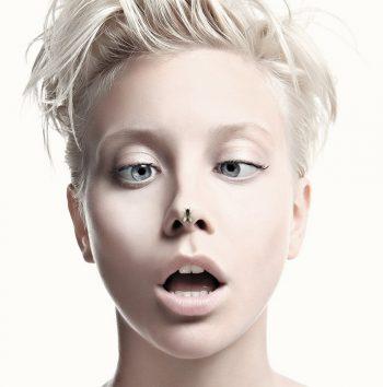 Муха на носу