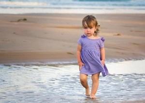 Ребенок на берегу