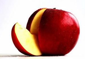 Яблоко надрезаное