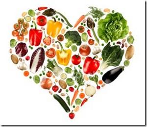 Рисунок овощей и фруктов в форме сердца