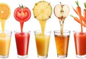 Соки из фруктов в стаканах