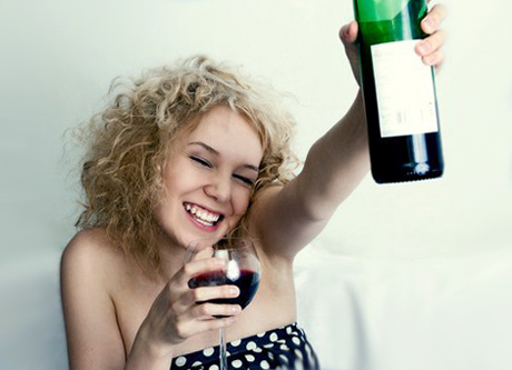 Признаки алкоголизма у женщин и как их распознать?