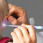Почему болит ухо у ребенка: причины