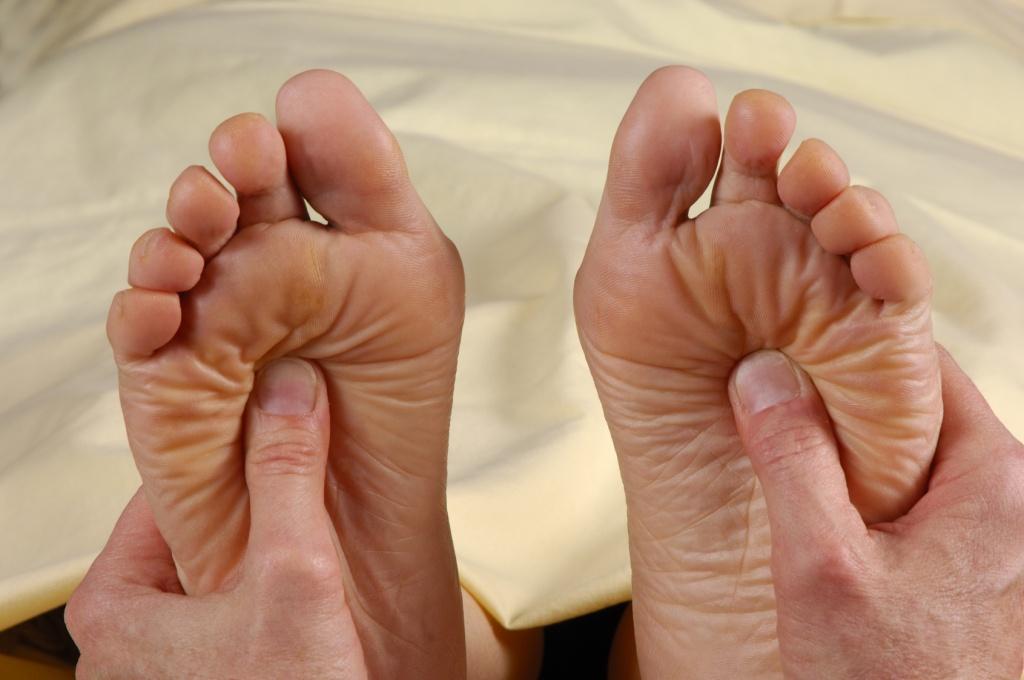 Болезнь Бехтерева – симптомы у мужчин, формы и особенности заболевания