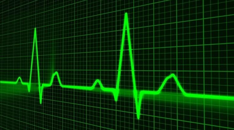 Сердечно-сосудистые заболевания у женщин появляются позже, чем у мужчин, и с другими симптомами. Но женщины умирают из-за них чаще.