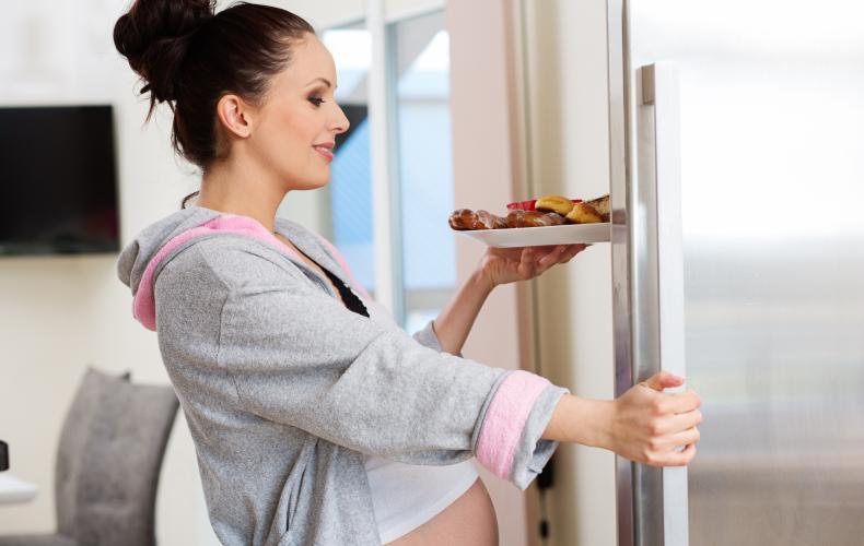 Нужно ли во время беременности питаться за двоих