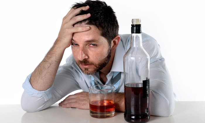 При алкогольной абстиненции применяют Хлорпротиксен